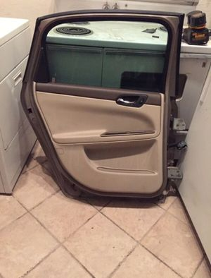 2007 CHEVY IMPALA DOOR $75 for Sale in Phoenix, AZ