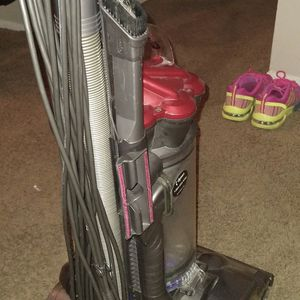 Dyson DC 27 Total Clean for Sale in Wichita, KS