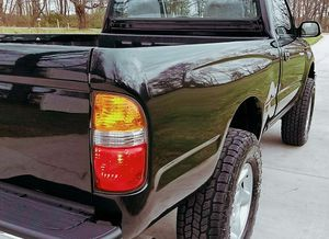 Clean - one owner truck Super Clean // TOYOTA TACOMA 01 for Sale in Cincinnati, OH