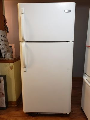 Free Frigidaire Refrigerator for Sale in Chicago, IL