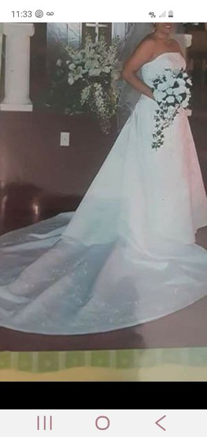 David's bridal wedding dress with detachable train. Size 10. for Sale in Spartanburg, SC