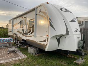 Camper/RV Keystone Cougar X-Lite 2012 29RBK for Sale in Burlington, CT