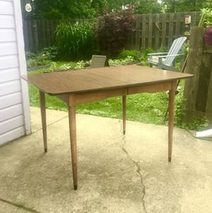 Mid century modern dining table/ kitchen table. Formica top. Good condition for Sale in Berea, OH