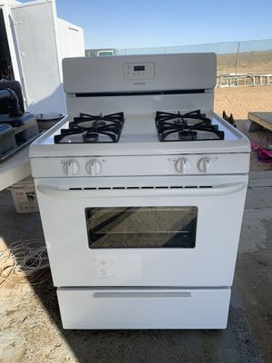 Stove and microwave for Sale in Llano, CA