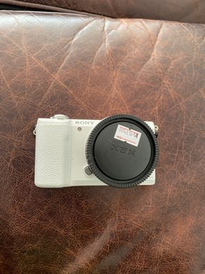 Sony Alpha a5100 for Sale in Beverly Hills, CA