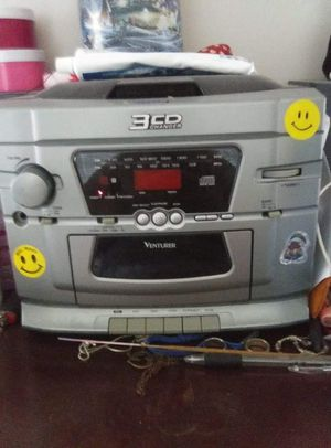 A used stereo w/2 speakers for Sale in Oshkosh, WI
