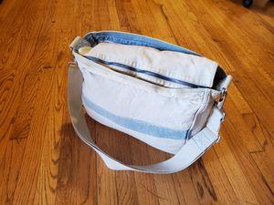 Messenger Bag for Sale in Ridgewood, NJ