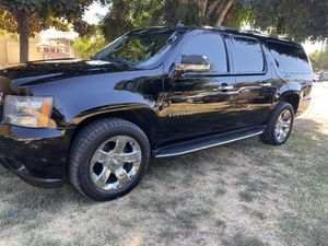2012 Chevy Suburban / clean title / new tires and wheels / New radiator / New sparks plug cables and New sparks plugs / New óptima battery / New lowe for Sale in E RNCHO DMNGZ, CA