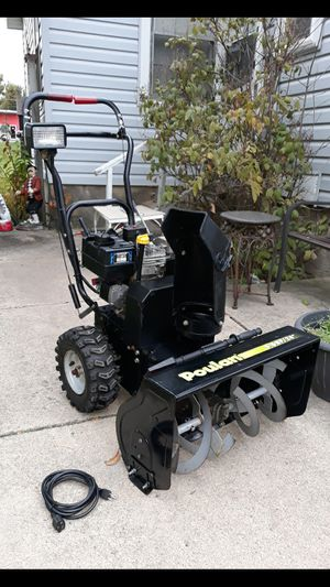 """Poulan 24"""" Inch 2-Stage Gas Self Propelled Snowblower W/Electric Start And Headlight for Sale in Aurora, IL"""
