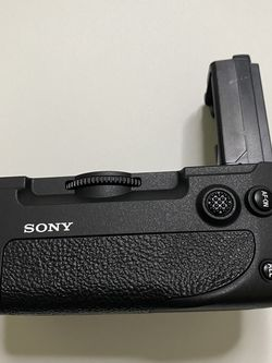 Sony Battery Grip VG-C4EM for Sale in Corona,  CA