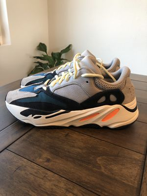Adidas Yeezy 700, size 9 for Sale in Corona, CA
