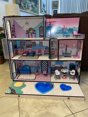 LOL Doll House with many dolls and accessories for Sale in Miami, FL