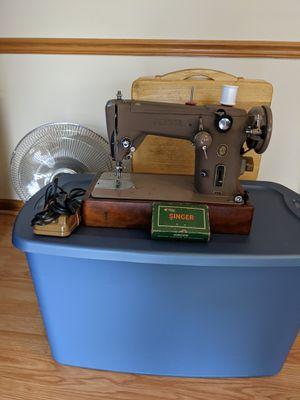 Singer 306w sewing machine for Sale in Norfolk, VA