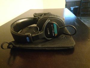 Sony MDR7506 Professional Large Diaphragm Headphone for Sale in Chicago, IL