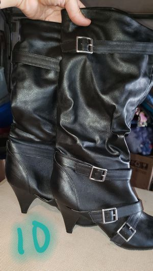 Ladies boots. Size 9 worn 2xs, Size 10 new for Sale in Chicago, IL