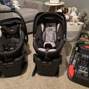 2 Britax Safe Cell Infant Car seats with 3 for Sale in Portland, OR