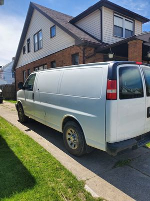 2010 chevy express cargo van for Sale in Solon, OH