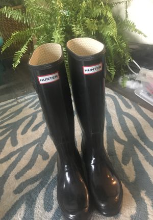 Size 7 woman's Hunter rain boots for Sale in Revere, MA
