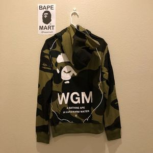 Bape hoodie green camo (fits like medium/large) for Sale in Los Angeles, CA