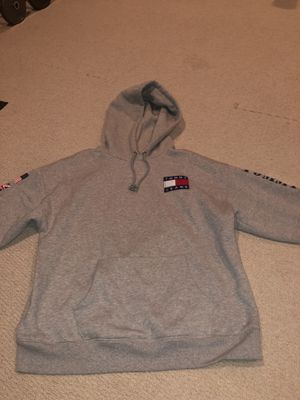 TOMMY JEANS HOODIE for Sale in Chantilly, VA