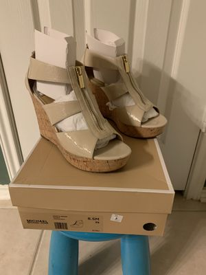 BRAND NEW Michael Kors Damita Wedge Sandals Color: Patent Size: 8.5 Retail:$99.00 Pick up only 77090 area No Trades for Sale in Houston, TX