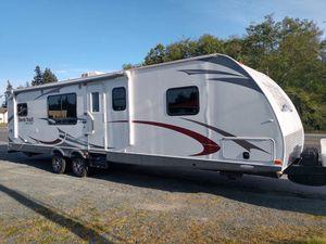 2014 North Trail Travel Trailer 30' for Sale in Clinton, WA