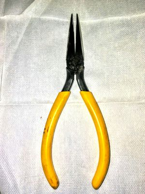 """Klein Tools 6"""" Side Cutting Long Nose Pliers for Sale in Bell, CA"""