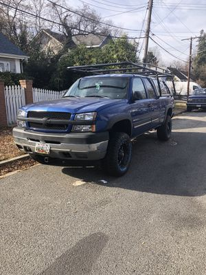 Chevy 2500HD 4X4 GAS for Sale in Mount Rainier, MD