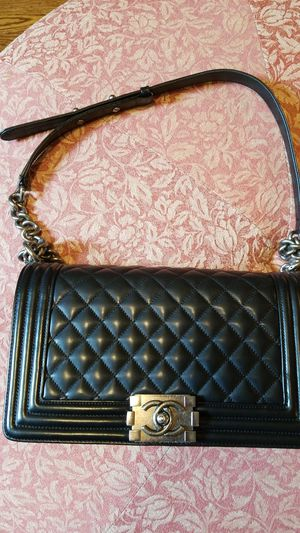 Chanel Le Boy leather black bag for Sale in Bloomingdale, IL