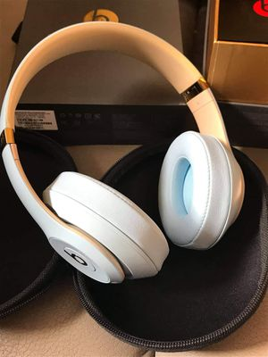 Beats Solo3 wireless - White, black, red, rose for Sale in Tampa, FL