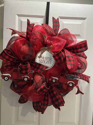 "30"" black and red mesh wreath for Sale in Grand Prairie, TX"