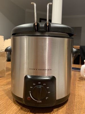 Cooks essential mini deep fryer brand new for Sale in Crofton, MD