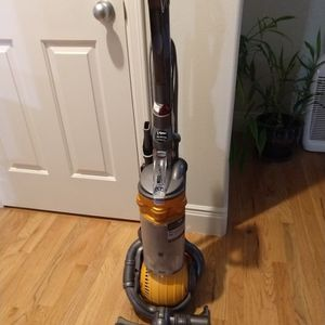 Dyson Ball DC 25 for Sale in Kirkland, WA