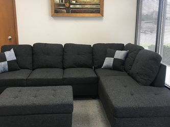 Charcoal Linen Sectional Couch And Ottoman for Sale in Vancouver,  WA