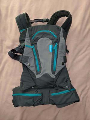Infantino Baby Carrier 💖 for Sale in Fullerton, CA
