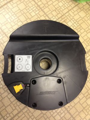 Sub Speaker 2007-2010 Audi Q7 Porsche Volkswagen 4L0035382B for Sale in Helmetta, NJ