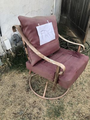 FREE Patio Chair and Full Size Mattress for Sale in Clovis, CA
