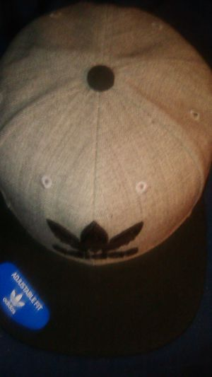 Adidas snap back never used with tags on hat 20obo for Sale in Phoenix, AZ