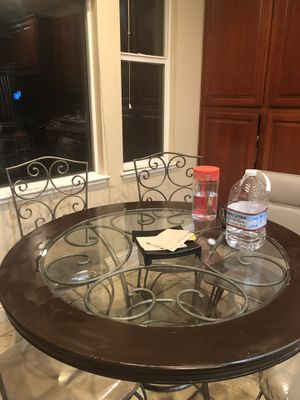 Kitchen table (needs to be sold by today) any offer is accepted for Sale in Rodeo, CA