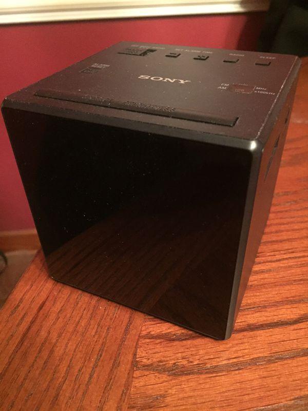 Sony cube clock radio & alarm