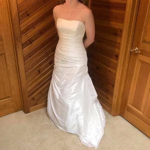 Simple Strapless Elegant Wedding Dress for Sale in Cincinnati, OH