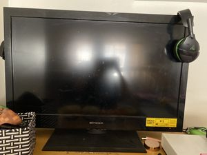 Emerson 32 inch and tv for Sale in Los Angeles, CA