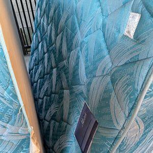 Free Mattress/Box Spring - Full for Sale in Hayward, CA