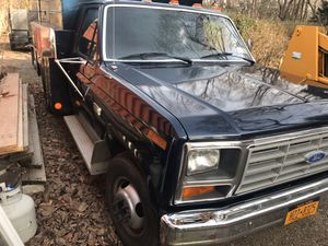 1986 Ford F-350 Daully four-speed manual low miles interior of this truck is perfect except for the ripped seat, no rust truck was just repainted six for Sale in Sea Cliff, NY