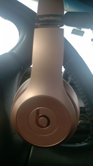 Solo Beats by dre 3 special edition rose gold for Sale in Wichita, KS