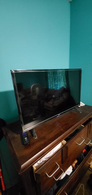 """32"""" TCL Roku TV for Sale in Chicago Heights, IL"""