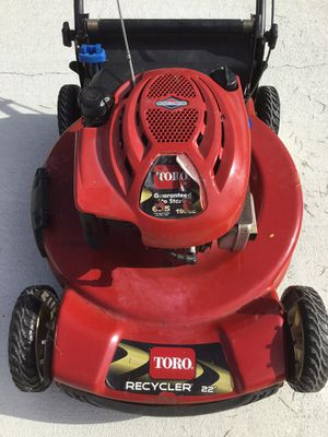 Toro Personal Pace lawnmower. Selling for parts. for Sale in Dundee, FL