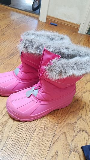 Girl snow boots size 3 for Sale in San Diego, CA