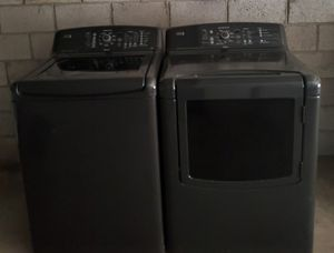 Kenmore elite oasis kingsize capacity heavy duty washer and electric dryer set for Sale in Phoenix, AZ