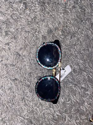 Sunglasses with glitter trim for Sale in Fontana, CA